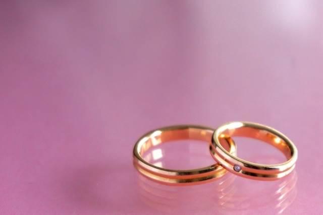 婚約指輪が給料の3ヶ月分の理由と今の相場